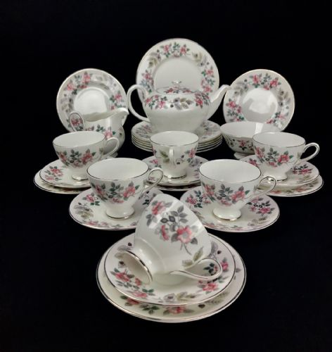 Royal Tuscan Tea Set For 6 People / Richmond Hill / Trio / Tea Pot / Vintage